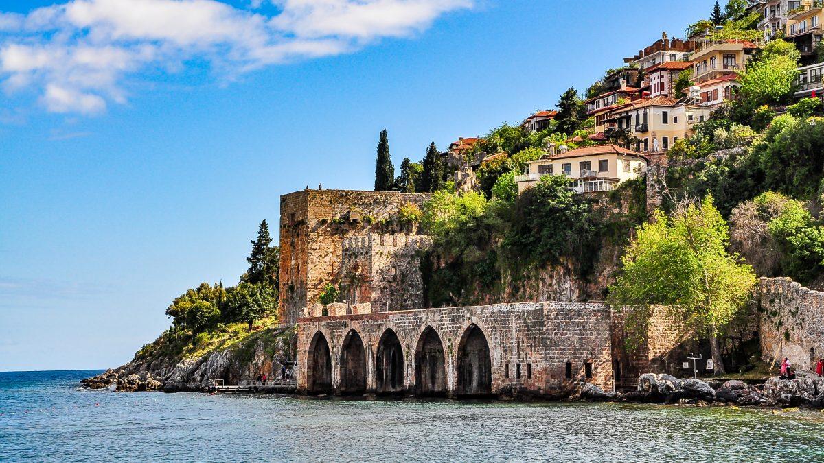 Oude scheepswerf in Antalya, Turkije