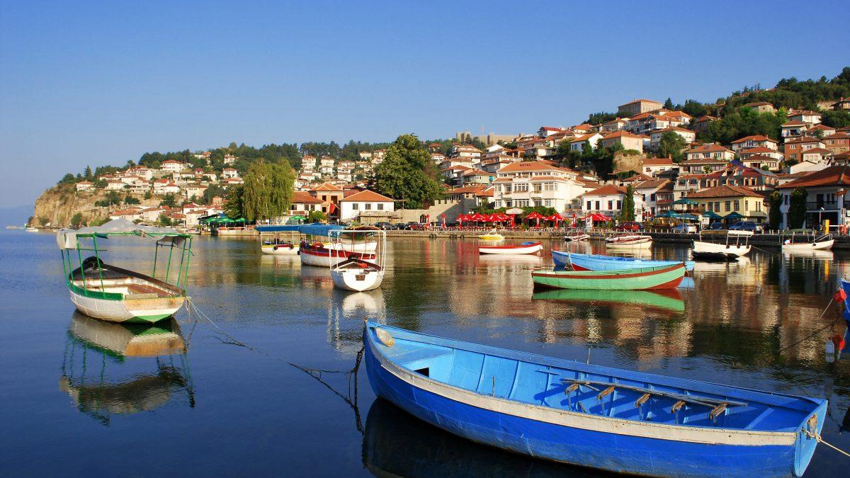 Vissersbootjes op het meer van Ohrid, Macedonië