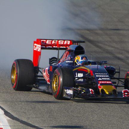 Carlos Sainz in een Toro Rosso Formule 1 auto