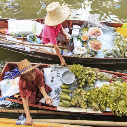 Drijvende markt in Bangkok, Thailand