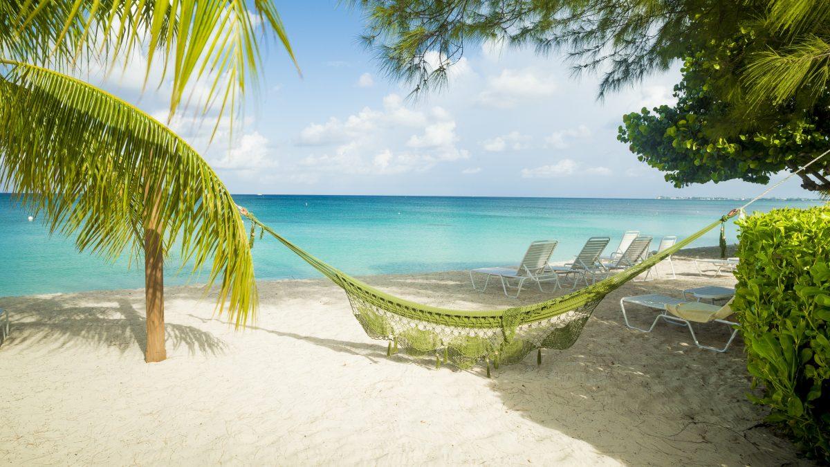 Hangmat op het strand van Aruba