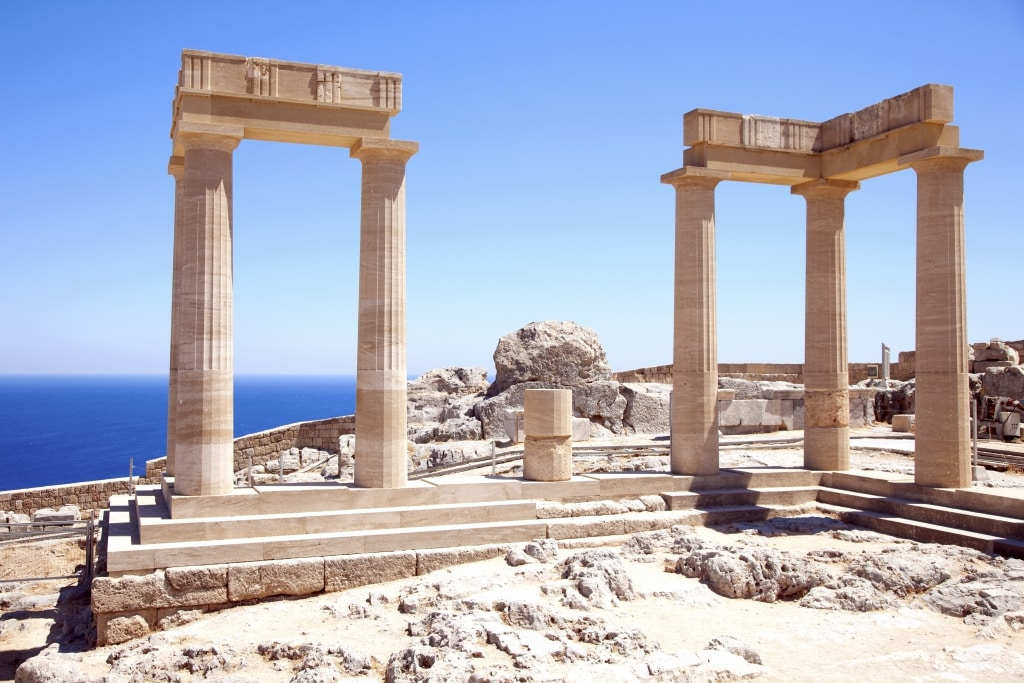 Ruïnes van een oude tempel op Rhodos, Griekenland