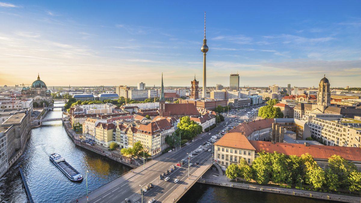 Uitzicht over de Spree rivier en Berlijn, Duitsland