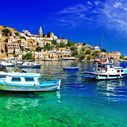 Het eiland Symi vlakbij Rhodos, Griekenland