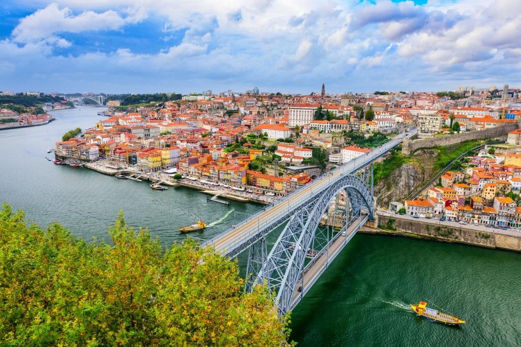 Uitzicht over Porto met de Dom Luis brug in Porto, Portugal