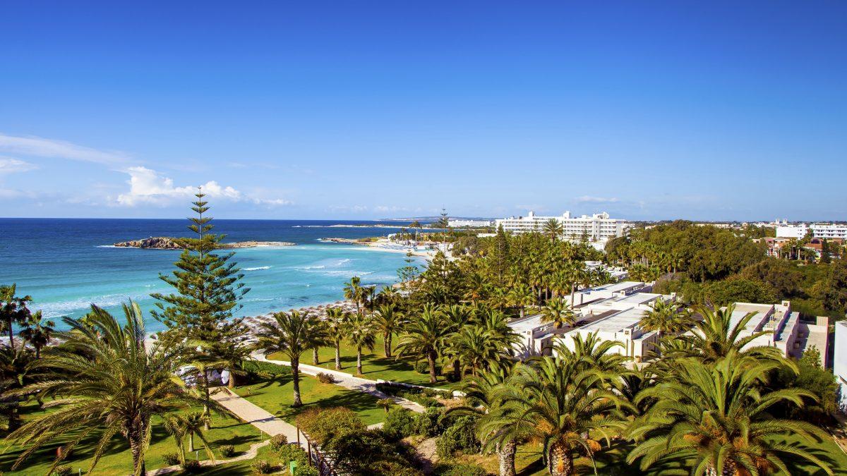 Uitzicht op zee op Cyprus