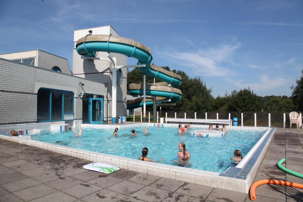 Zwembad op Vakantiepark Hunzedal in Borger, Drenthe