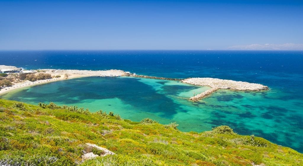De baai van Limnionas op Kos, Griekenland