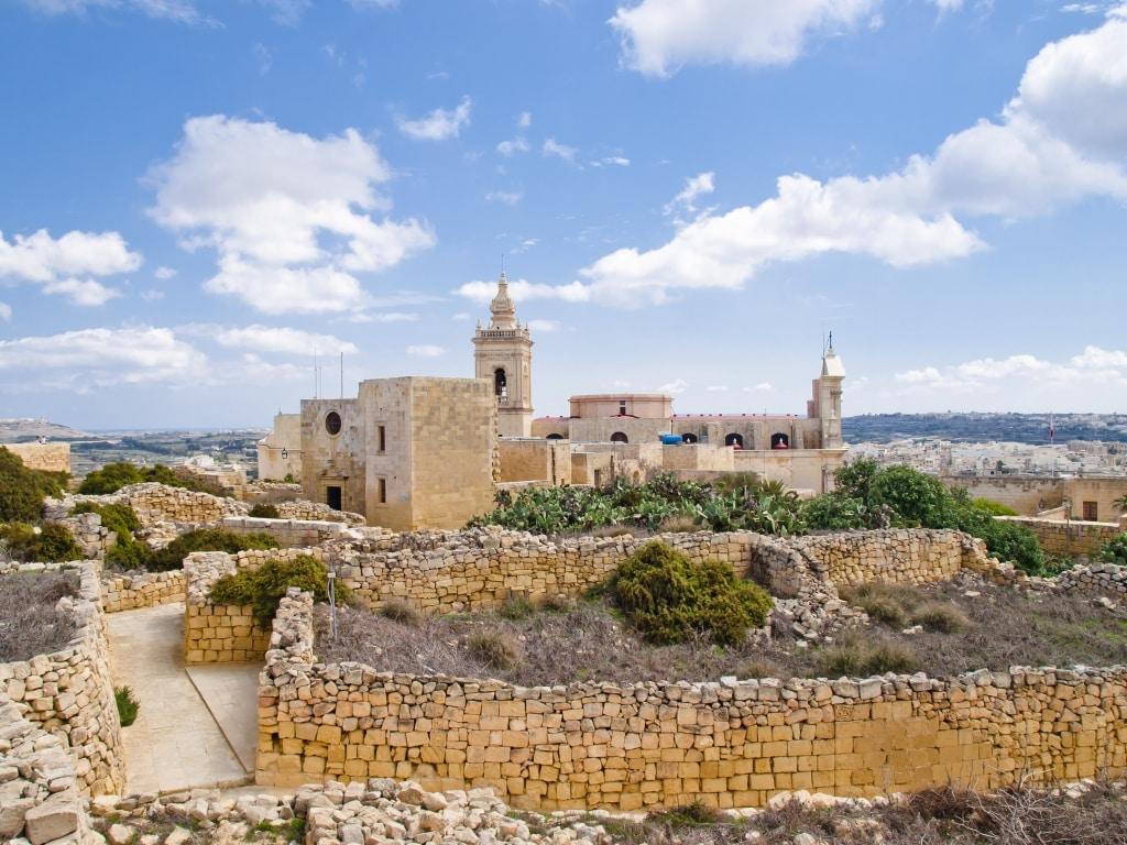 Uitzicht op de kathedraal in Rabat, Gozo, Malta