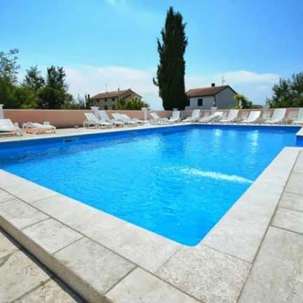 Zwembad van Viola in Medulin, Kroatië