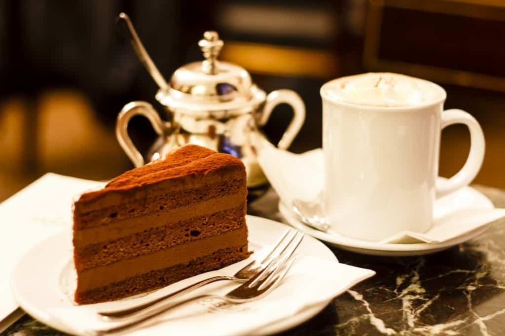 Chocoladetaart en koffie in Wenen, Oostenrijk