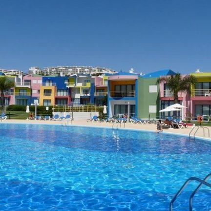 Zwembad en appartementen in Da Orada Marina de Albufeira, Portugal