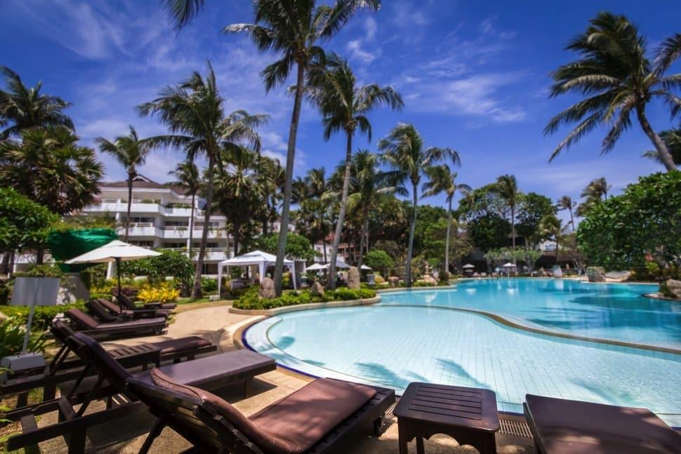 Zwembad van Thavorn Palm Beach Resort in Phuket, Thailand