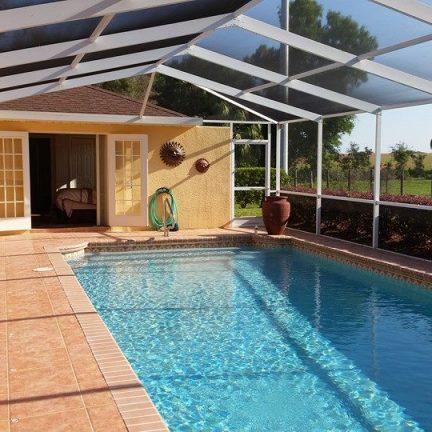 Zwembad van een villa in Florida, Amerika