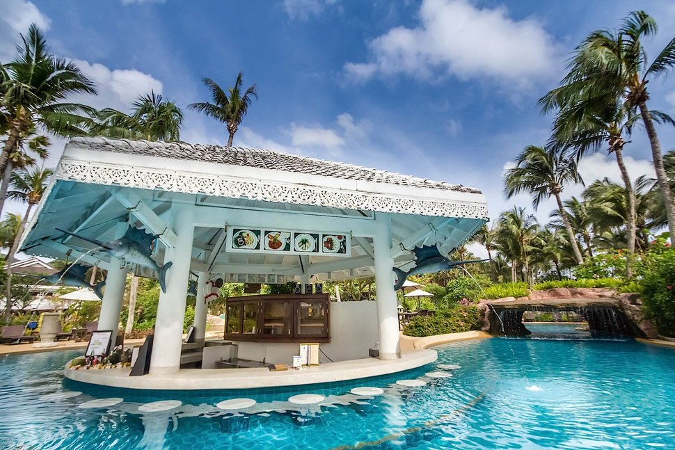 Zwembadbar van Thavorn Palm Beach Resort in Phuket, Thailand