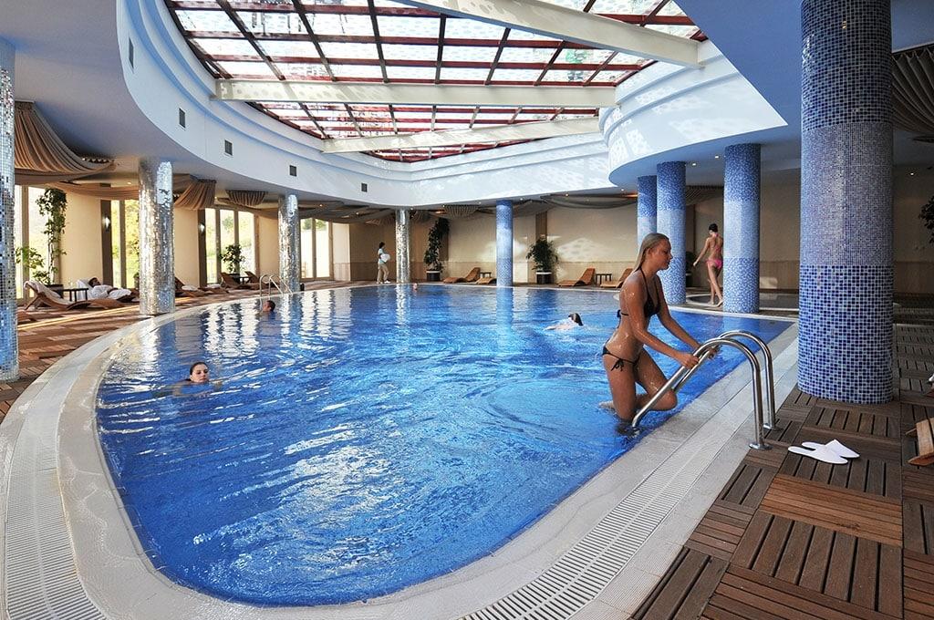 Binnenzwembad van Hotel Gold City in Kargicak, Alanya, Turkije