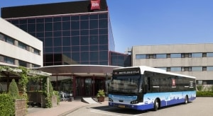 Bus voor het Ibis hotel op Amsterdam Schiphol