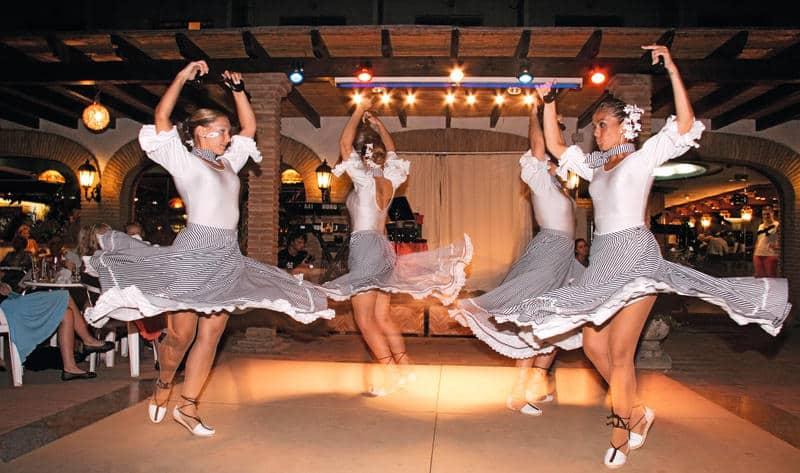 Entertainment in Bajondillo in Torremolinus, Costa del Sol, Spanje