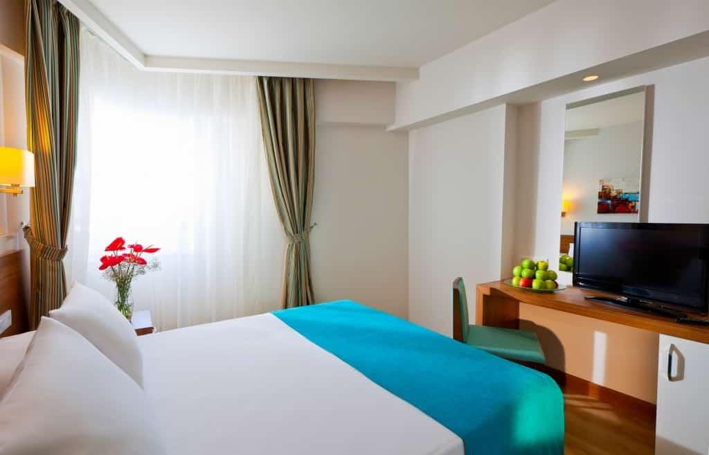 Hotelkamer van Hotel Grand Park Lara in Antalya, Turkije
