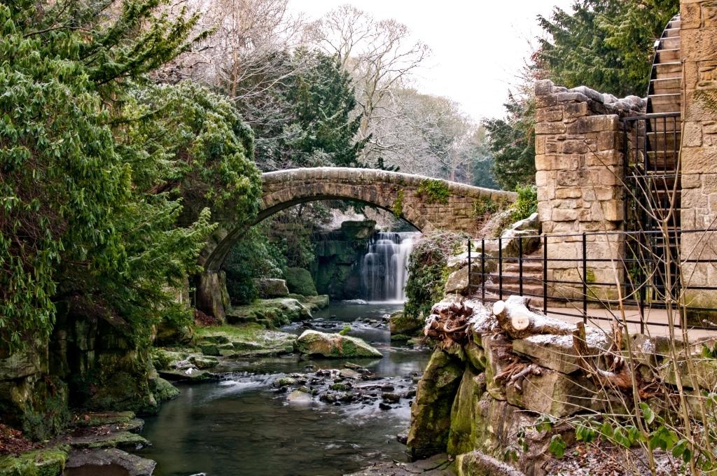 Jesmond Dene Old Mill en waterval in Newcastle, Engeland
