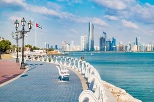 Uitzicht over Abu Dhabi langs de kade