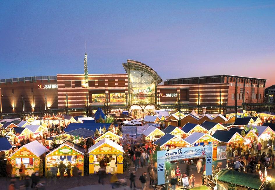 Kerstmarkt voor de Centro in Oberhausen, Duitsland