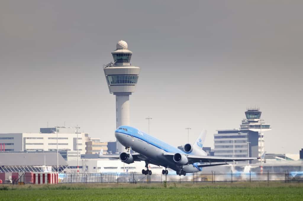 KLM vliegtuig vertrekt op Amsterdam Schiphol