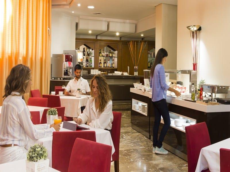 Onbijtzaal van Hotel Pasarela in Sevilla, Spanje