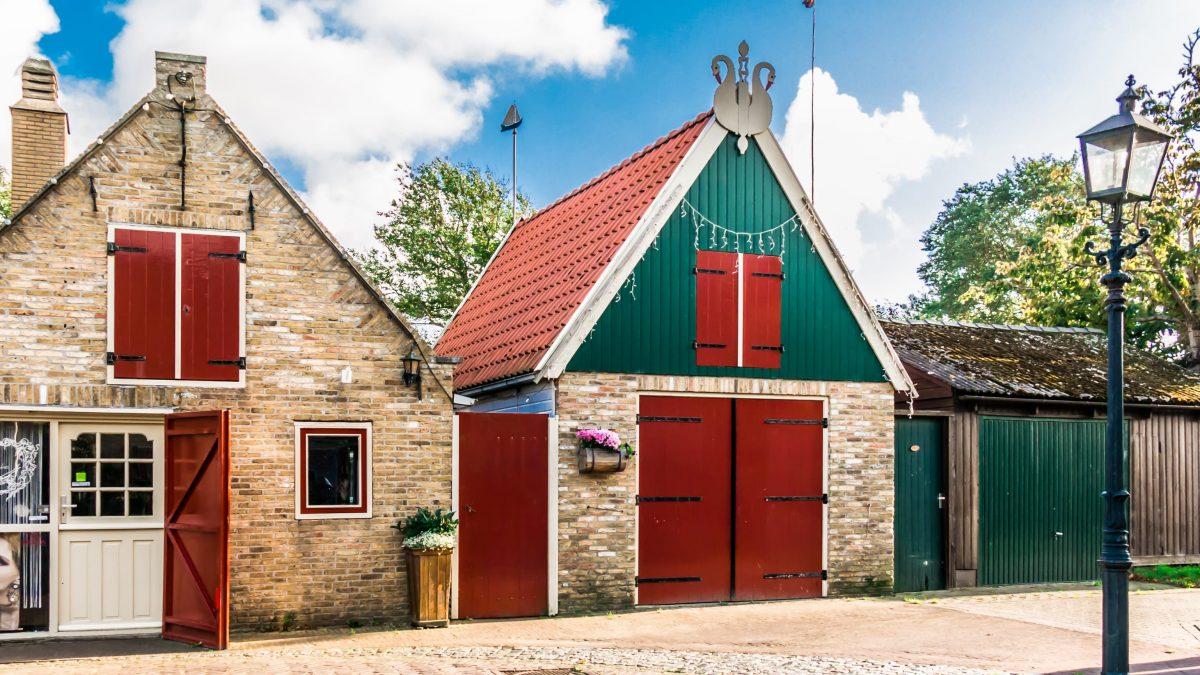 Oude huisjes op Vlieland