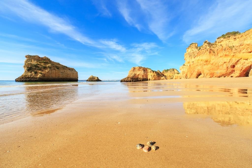Strand en rotsen in Portugal