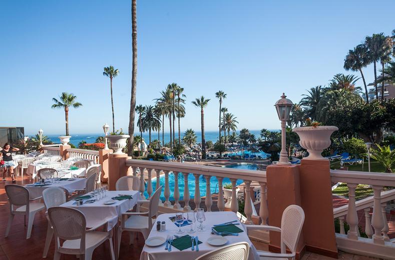Terras van het restaurant van Hotel Triton in Benalmádena, Spanje