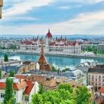 Uitzicht op het parlementsgebouw vanuit het Vissersbastion in Boedapest, Hongarije