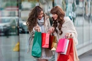 vriendinnen winkelen tassen