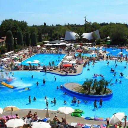 Waterpark van Camping Bella Italia aan het Gardameer in Peschiera del Garda, Italië