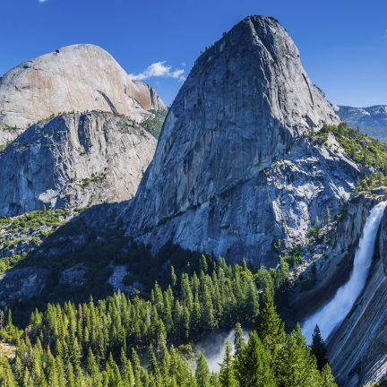 Half Dome, Broderick Mountain, Liberty Cap in Yosemite National Park, Amerika
