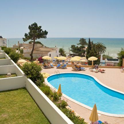 zeezicht zwembad appartementen do parque in olhos de agua portugal