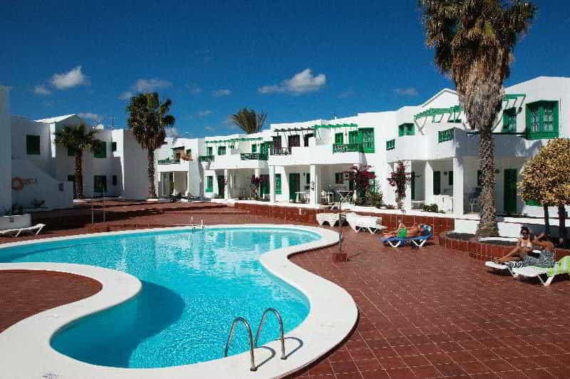 Zwembad van Appartementencomplex Luz Y Mar in Puerto del Carmen, Lanzarote