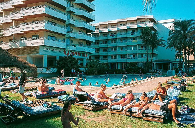 zwembad-bajondillo-torremolinos-costa-del-sol-spanje
