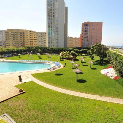 zwembad hotel axis vermar in povoa de varzim costa verde portugal