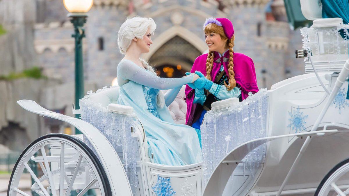 Frozen in kerstsfeer in Disneyland Parijs, Frankrijk