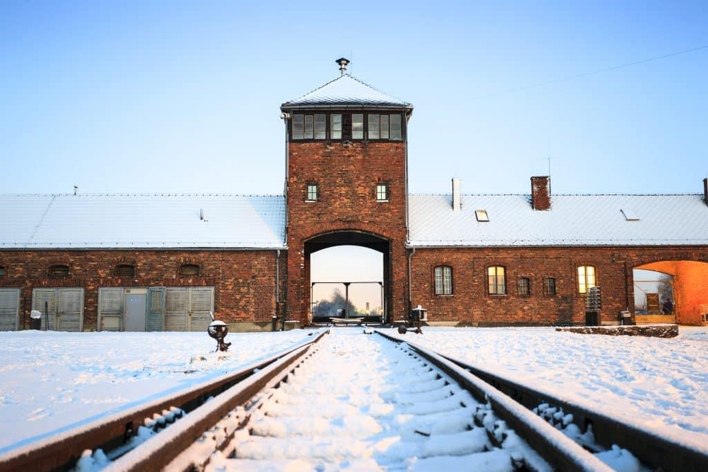 Hoofdingang van Auschwitz - Birkenau