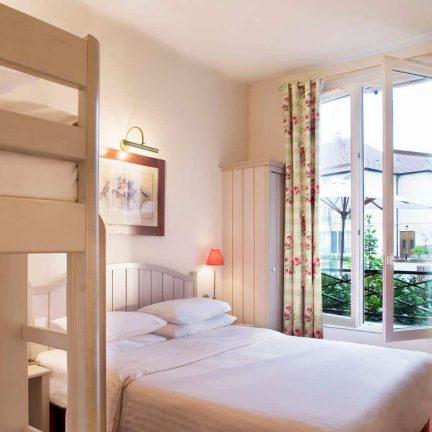 Hotelkamer van Hotel Kyriad in Magny-le-Hongre, Frankrijk