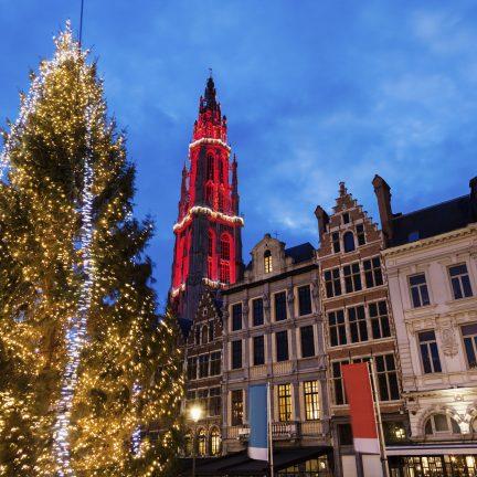 Kerstboom op de Grote Markt in Antwerpen, België