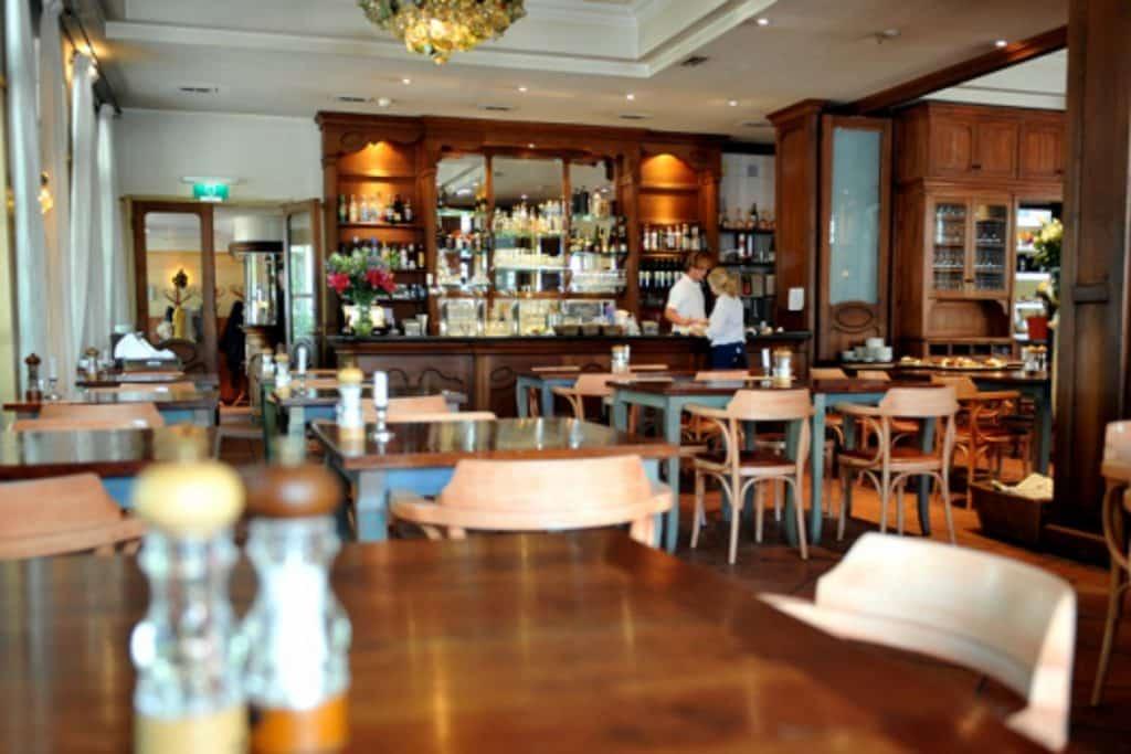 Restaurant van Hotel Graaf Bernstorff op Schiermonnikoog