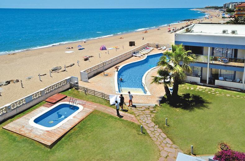 Strand en zwembad van Hotel Amaraigua in Malgrat de Mar, Costa Brava, Spanje