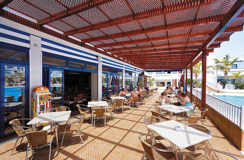 Terras van het restaurant van Hotel Cinco Plazas in Puerto del Carmen, Lanzarote