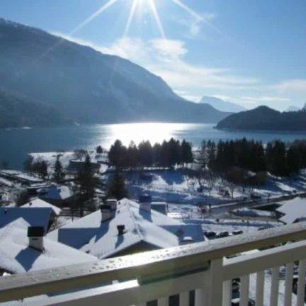 Uitzicht op het meer bij Hotel Europa in Molveno, Italië