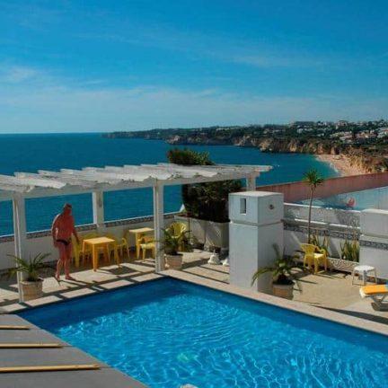 Zwembad van Appartementencomplex Algar in Armação de Pêra, Portugal
