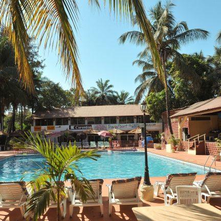 Zwembad van Hotel Badala Park in Kotu, Gambia