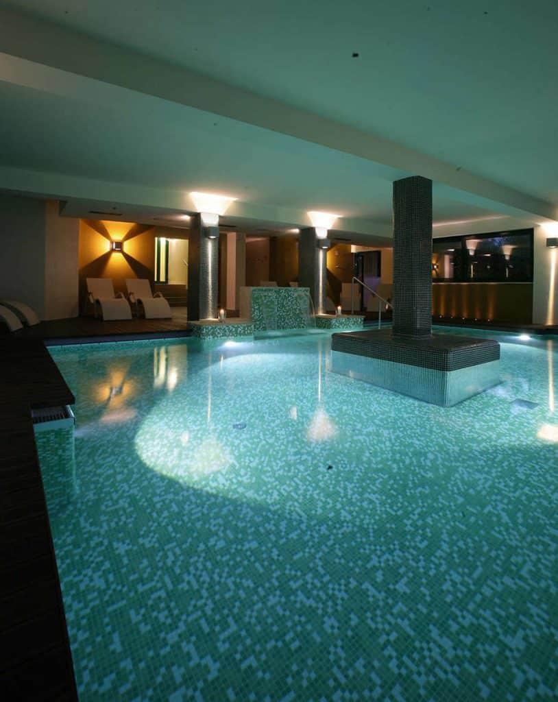 Binnenbad van Park Hotel Casimiro Village in San Felice del Benaco, Italië
